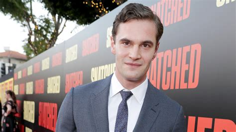 tom bateman reporter tom bateman joins olivia cooke in itv vanity fair
