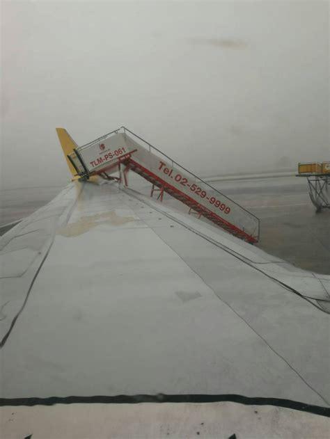 'ดอนเมือง' ป่วนหนัก! พายุถล่มกระทบ 70 ไฟลท์ ลมหอบบันไดชน ...