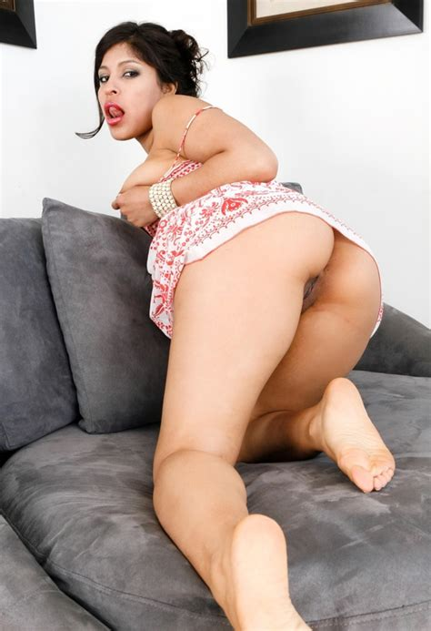 Latina With Sexy Feet Starts With Baring Her Peach Then Go