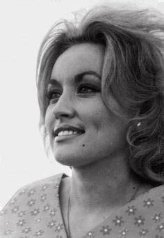 Dolly Parton was freaking gorgeous... | Dolly parton, Dolly parton ...