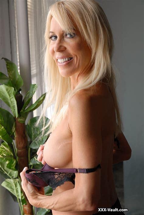 Showing Porn Images For Skinny Blonde Mature Porn