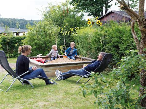 Sandkasten Im Garten by Ferienwohnung Am Grienericksee Rheinsberg Firma