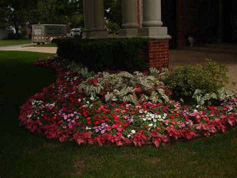 landscape flower beds and border edging installing