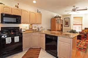 what color walls with pickled oak cabinets h e l p hardwood floor countertops paint city