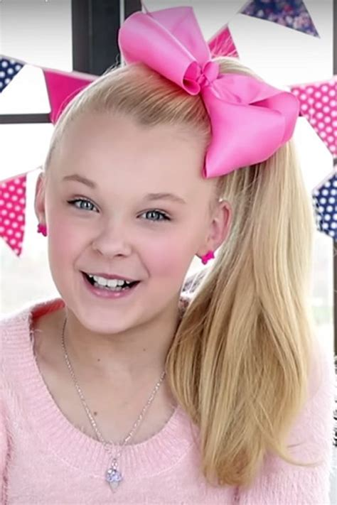hair styles with bows jojo siwa golden hair bow high ponytail