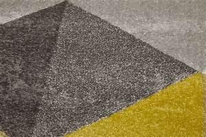 Tapis gris et jaune moutarde for Tapis jaune avec canapé avec grande assise