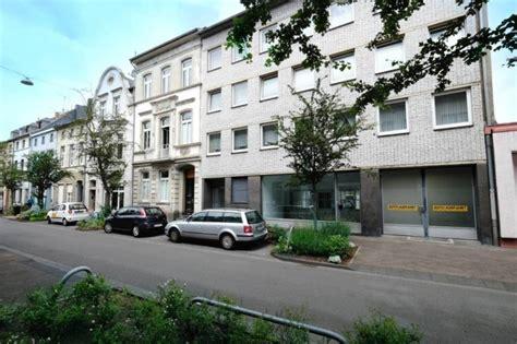 Solides Mehrfamilienhaus Mit Kleinem Ladenlokal Am Rande