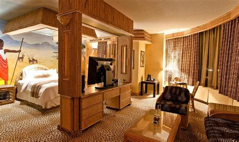 fantasyland hotel    reviews hotels