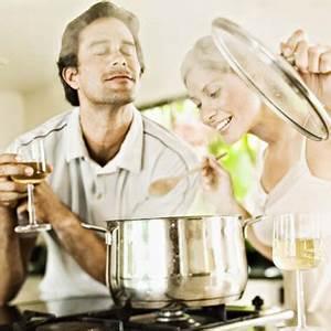 Couple En Train De Faire L Amour : les fran ais pr f rent faire la cuisine que faire l 39 amour cuisine ~ Maxctalentgroup.com Avis de Voitures