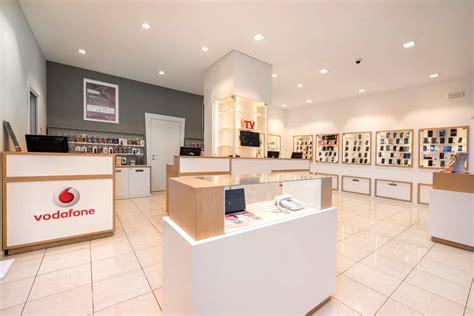 negozio di arredamento arredamento su misura negozio di telefonia cellulare mdm