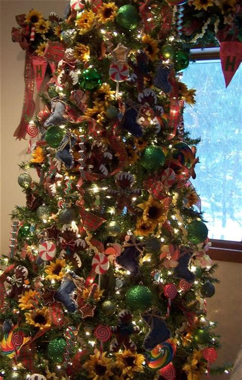 country christmas tree tablescaping sunflower and blue jean stocking christmas tree