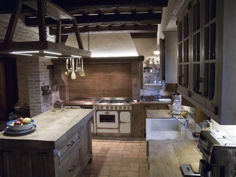 credenze provenzali antiche cucina rustica decapata beate cucine belli