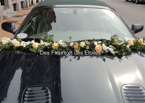 decoration voiture mariage guirlande de fleurs des fleurs et des etoiles