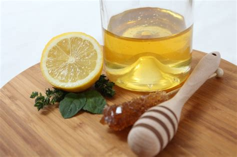 honig zitronen wasser ist honig gesund und wie macht sie eigentlich der honig ges 252 nder