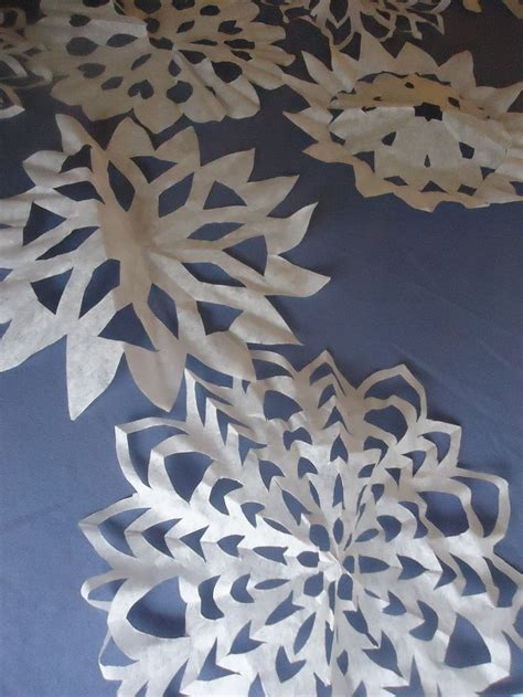 easy diy patterns  making coffee filter snowflakes