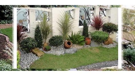 Diseño Hermoso Del Jardín Para Los Espacios Pequeños Para