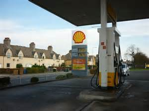 Shell Garage Road by The Shell Garage On Admiralty Road 169 Ian S Cc By Sa 2