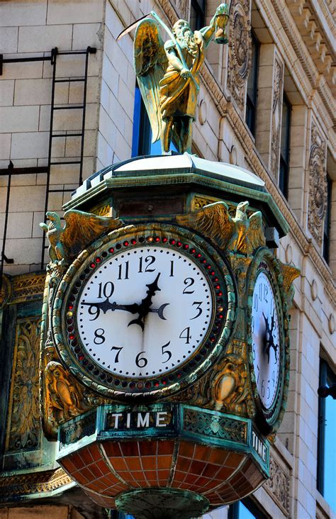 Father Time Clock in Chicago, Illinois   Encircle Photos