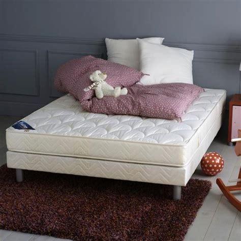 tapis chambre à coucher tapis brun photo 10 10 un tapis brun dans une chambre