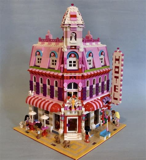 Lego Friends Lovely Hotel, A Wonderful Cafe Corner (10182