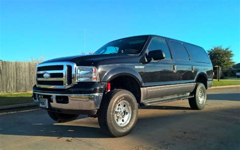 truck    ford excursion  militia machine