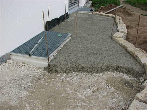 terrassenplatten in trenagebeton verlegen baufortschritt baublog