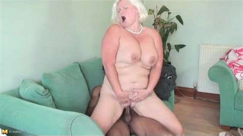 Fit Young Black Guy Fucks Bleach Blonde Mature