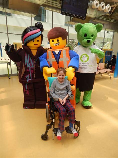 Emmet And Wyldstyle Visit Manchester Childrens Hospital