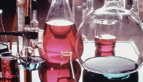 what color is phenolphthalein why does phenolphthalein change color sciencing