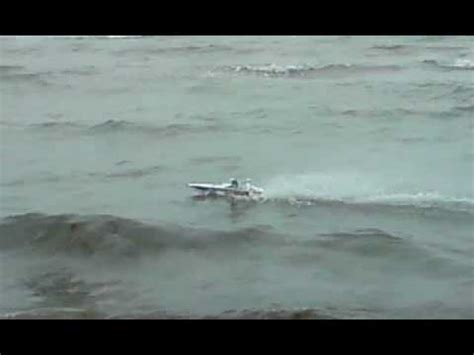 Rc Boats Vs Waves by Jumpin The Rc Boat Doovi