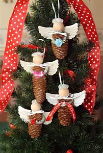 Weihnachtsbaum Deko Basteln : engel aus pinienzapfen f r den weihnachtsbaum basteln ~ Lizthompson.info Haus und Dekorationen