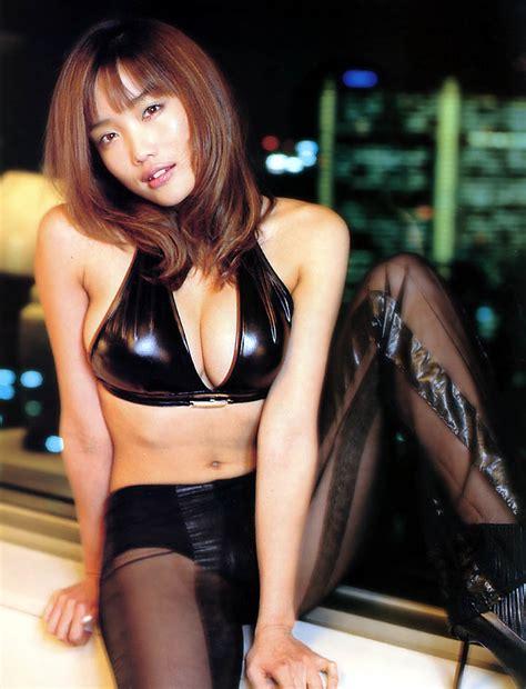 eriko hatsune bikini 佐藤江梨子サトエリ eカップ胸ラムちゃんビキニ画像が過激ww虎柄水着姿をブログで披露し 現在の顔が変わったと話題