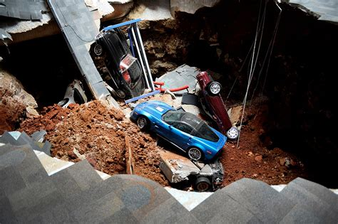 corvette museum sinkhole dirt photos corvette museum finds greater fame in sinkhole