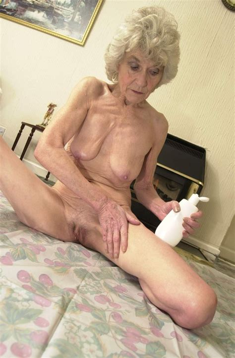 Extremely Old Granny Creaming Her Aged Mature Cunt After Shower Pichunter