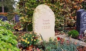 Grabsteine Preise Einzelgrab : urnengrab nat rlicher grabstein findling felsen aus sandstein weimar ~ Frokenaadalensverden.com Haus und Dekorationen