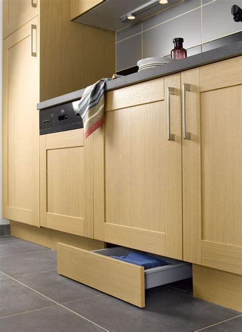 plinthe cuisine leroy merlin cuisine 12 astuces gain de place lieux et