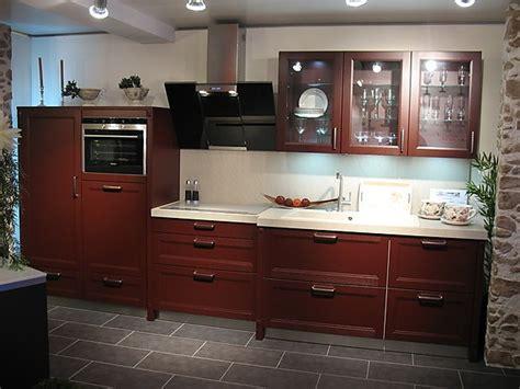 Rote Küchenzeile Im Landhausstil