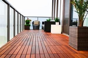 Bodenplatten Balkon Kunststoff : balkon gestalten 82 ideen f r individuelle wohlf hllounge ~ Sanjose-hotels-ca.com Haus und Dekorationen