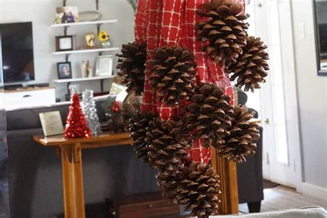 pinecone swag  holiday pinecone challenge small home soul