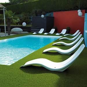desjoyaux des piscines sous le signe de linnovation With lovely comment amenager sa piscine 1 amenagement dun contour de piscine en gazon synthetique