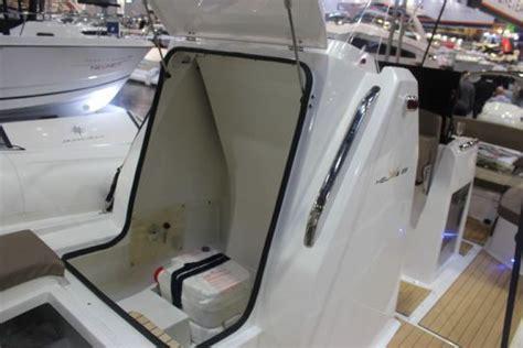 siege bateau rabattable l 39 hélios 25 le semi rigide à la mode italienne