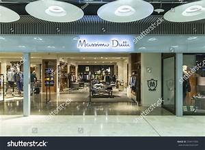 Massimo Dutti Madrid : madrid spain november 14 2014 a massimo dutti fashion store founded in 1985 it was ~ Indierocktalk.com Haus und Dekorationen
