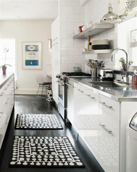 tapis pour cuisine le parquet noir en 45 photos