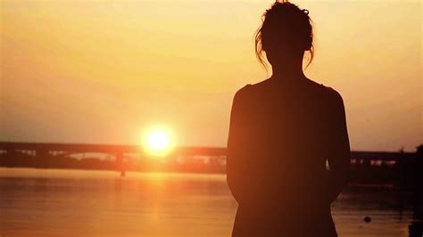 photo woman standing  beach  sunset