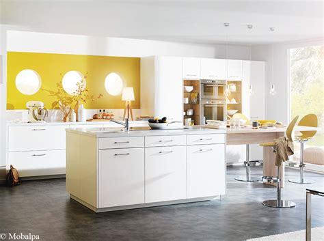 cuisine couleur blanche idées déco pour une cuisine chic et élégante décoration