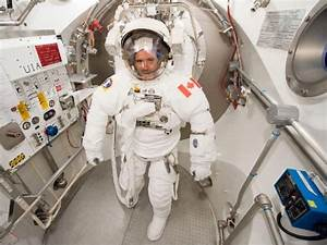 The real space oddity, Chris Hadfield, is down-to-Earth ...