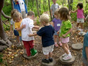 dodge nature preschool earthplay 293 | playing on tree cookies 300x225