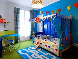 Chambre Enfant 2 Ans : une chambre d 39 enfant retrouve couleurs et rangements maisonapart ~ Teatrodelosmanantiales.com Idées de Décoration