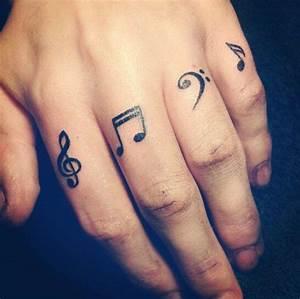 Tatouage Sur Le Doigt : tatouage note de musique sur les doigts tattoo doigts pinterest les doigts doigts et ~ Melissatoandfro.com Idées de Décoration
