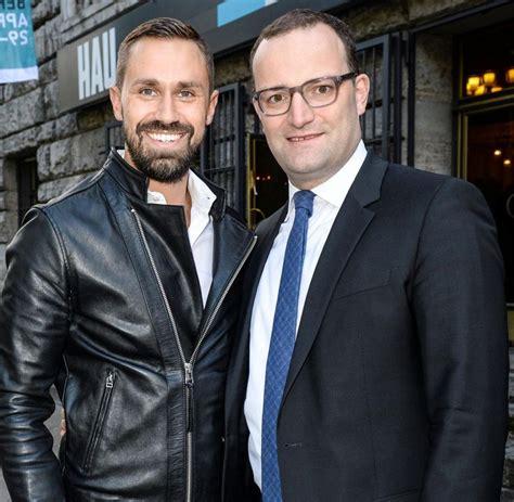 Burda bestätigte, dem ministerium geholfen zu haben. Homosexualität: Jens Spahn warnt vor Schwulenhass von ...